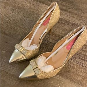 Isaac Mizrahi Gold Sparkle Glitter pump high heel